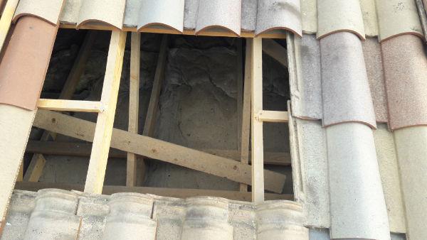 Ouverture dans le toit pour faciliter le chantier
